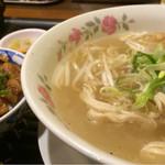 ベトナム料理コムゴン - バインカンランチ900円