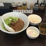 46696131 - 汁なし担担麺と温玉と小ライスとザーサイ