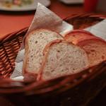 cucina Wada - 2016年1月再訪:自家製パン(クルミ・トマト)☆