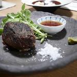 三原豆腐店 - 牛ほほ肉の炙り