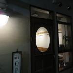 白檀 - 照明が落ちてモダンJAZZが流れるカフェ1