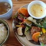46701949 - 今週のワンプレート900円米味噌の優しいお味噌汁が美味しいごはんのふっくらした炊きあがりも最高で可愛い宝石箱のワンプレートに萌え萌え