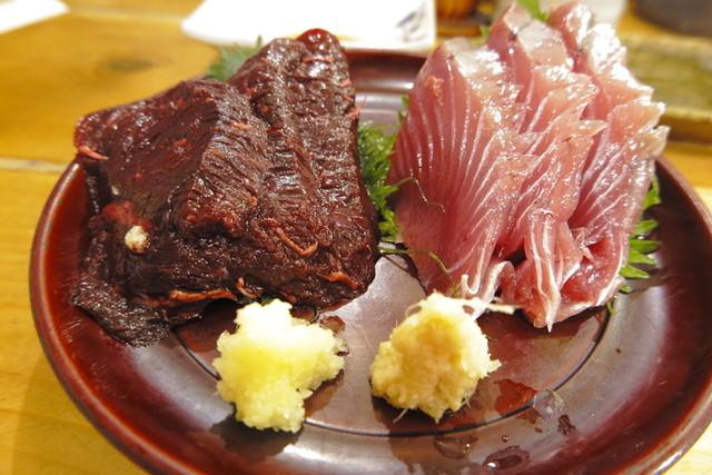 酒喰洲桜井水産 - 外房の和田漁港のつち鯨刺し、勝浦初かつお刺し