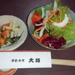 季節料理 大路 - 漬物とサラダ