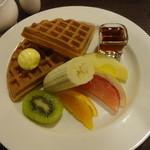 UCC CAFE PLAZA - ワッフル&フルーツモーニング:530円