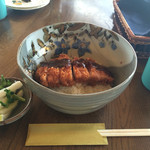 ホワイト ハウス - 料理写真:お肉がすごく柔らかくて美味しいソースカツ丼!! お漬物、サラダ、スープがついて880円。これはぜひ食べて頂きたい!
