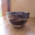 香下庵茶屋 - 抹茶の器を横からアップ