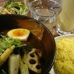 札幌ドミニカ 銀座店 - 特製チキンカレー+マンゴーラッシー