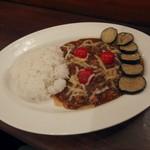 46718375 - 茄子とプチトマトとモッツァレラの挽き肉カレー(900円)