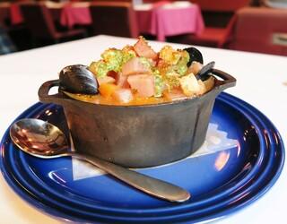 サラマンジェ ドゥ カジノ - 角切り野菜と蛤・小柱・ムール貝のクミン風味クリームスープ☆彡