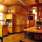 杵屋 - 日本調の蕎麦屋っぽいきれいな店内。