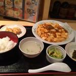 上海キッチン 豪華 - 夜の日替わりセット今日は麻婆豆腐
