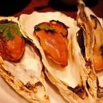 gigas Oyster Spot Bar - 牡蠣の自家製スモーク