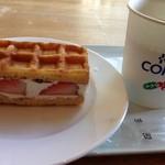 KASHINOKI - いちごワッフル 170円 + サービスコーヒー