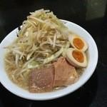 46731860 - ラーメン普通+野菜と煮卵!