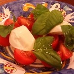 46732100 - Antipasto(前菜)の二皿目は「水牛のモッツァレラとトマトのカプリ風サラダ」です。