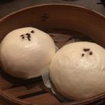 上海湯包小館 - 黒ゴマまん