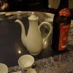 多謝 - 紹興酒を飲みながら、お料理を待ちます