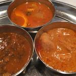 マサラアート - 豆、チキン、玉子の3種のカレー