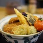 新潟カツ丼 タレカツ - 野菜タレかつ丼のアップ