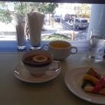 アピアン - ランチはドリンク(コーヒー、紅茶)飲み放題 カボチャのポタージュと焼き野菜とデザート
