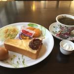 花ふぇおれ - ブレンドコーヒー420円と小倉トーストセット