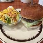 マッドバーガー - スタンダードバーガーとセットのサラダ