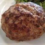 新宿 シュラスコ肉酒場 BONE  - ハンバーグのアップ