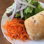 代々木parabola - ランチのサラダ(パスタ、飲み物ついて1000円)