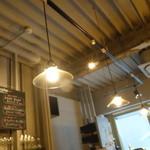食堂Tavolino - ☆カウンター席の上はお洒落な照明です☆