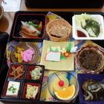 ひめゆり会館 - くわっちー花膳1296円