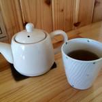 46745944 - お冷ではなくお茶のポットサービス