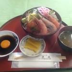 レストラン漁連 - 海鮮丼、具、ご飯ともに大盛り。 ¥1650