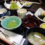 ふくふく亭 - カニ三昧膳¥1980を頼んだらカニ定食¥980が出てきた。