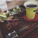 Hashigo Cafe - 抹茶チーズケーキとホットコーヒー.