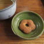舟蕎山 - 食後の甘味「蕎麦ぼうろ」