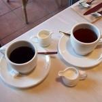 アニヴェルセルカフェ - セットドリンクはホットコーヒーと紅茶を。別添えで紅茶にはスチームミルク付き。ストーレート又はレモンでもOK!