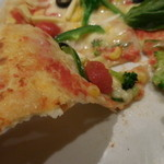 46751277 - 野菜のピッツァ;中央が垂れる感じ