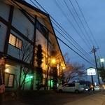 うな源 - 熊倉町交差点のすぐそばにあります