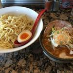 麺処 蓮海 - まぐろ豚骨辛つけ麺 大盛り