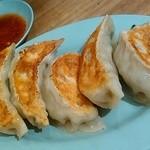 新福菜館 - 餃子は初めて頂きました、餡がたっぷりでボリュームがあります。