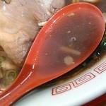 新福菜館 - スープは真っ黒ですが、コクがあって旨いですょ。