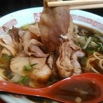 新福菜館 - 薄く味わい深いチャーシュー。