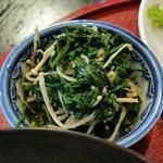 竿灯 - 定食の小鉢、春菊とエノキの和え物