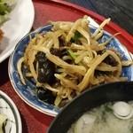 竿灯 - 定食の小鉢、もやしとキクラゲの和え物