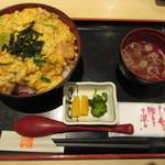 赤い鳥 - 奥美濃古地鶏親子丼 920円