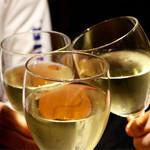 46764771 - 樽生ワイン白で乾杯〜♪