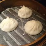 Nanshoumantouten - 「四川担担麺セット」には小籠包3個。