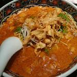 Nanshoumantouten - ランチ「四川担担麺セット」(1,420円)。担々麺の他にサラダ、黒豚小籠包3個、デザートという内容。