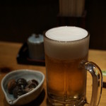 さかな屋さんの台所 - ドリンク写真:お通しと生ビール